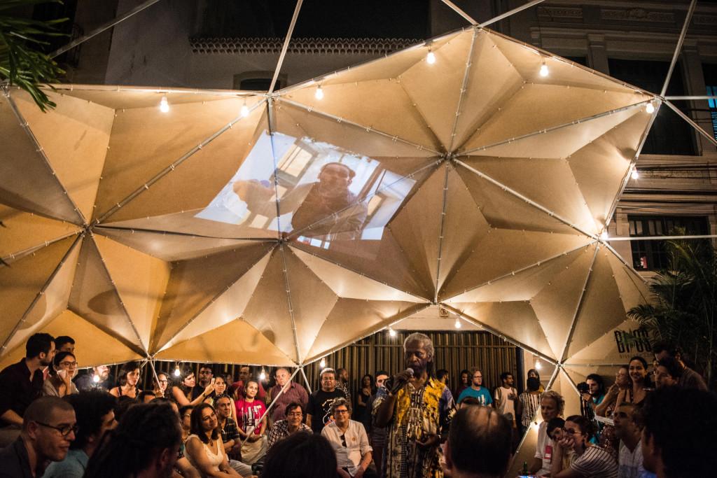 O UTC Recife começou e encerrou com cultura popula: na abertura, cantou Mãe Beth de Oxum, no encerramento, Mestre Chico Foto: Zaca Arruda
